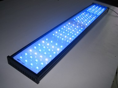 http://www.aquariumgids.be/images/Artikels/zoetwater/LED-Aquarium-Lights-SP-SZ240N-.jpg